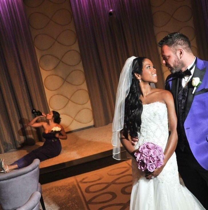 17張「千萬不能得罪攝影師」的史詩婚照 伴娘「害羞小動作」全被拍