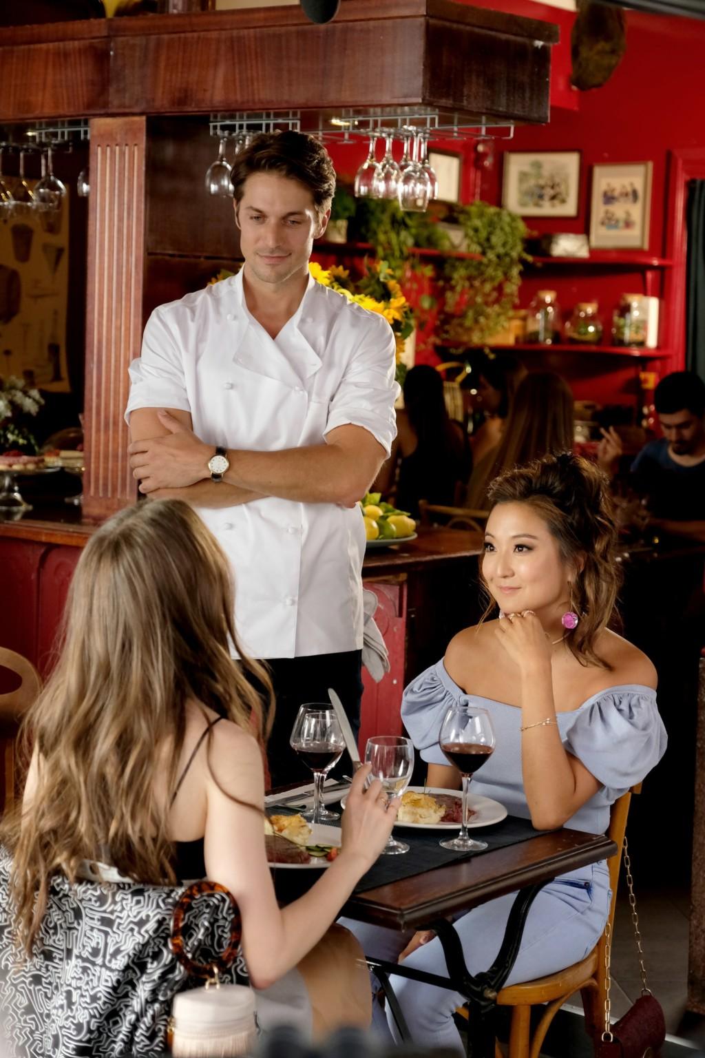 《艾蜜莉在巴黎》天菜大廚帥到暈船 自爆跟「劇中的她」私交超級好❤