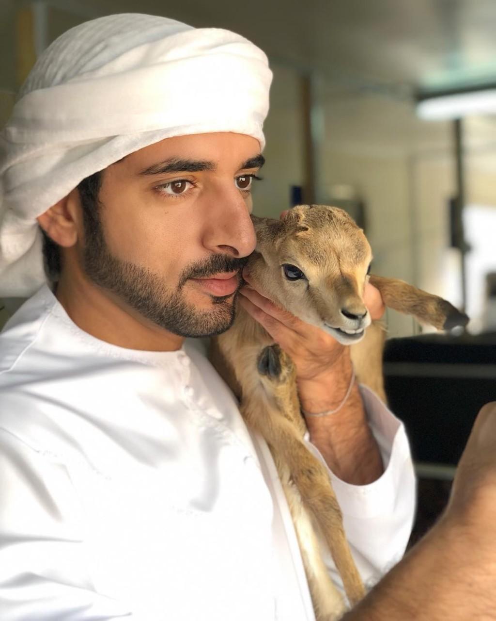 「杜拜王子」生活是怎樣的?他擁4千億身家 被封「全球最性感王室」
