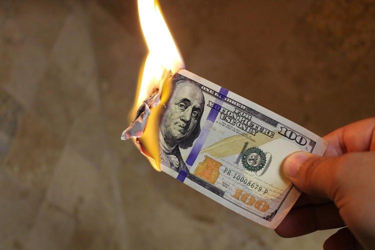 不想付贍養費「直接燒掉2000萬」 富商嘴硬沒錢下場超慘