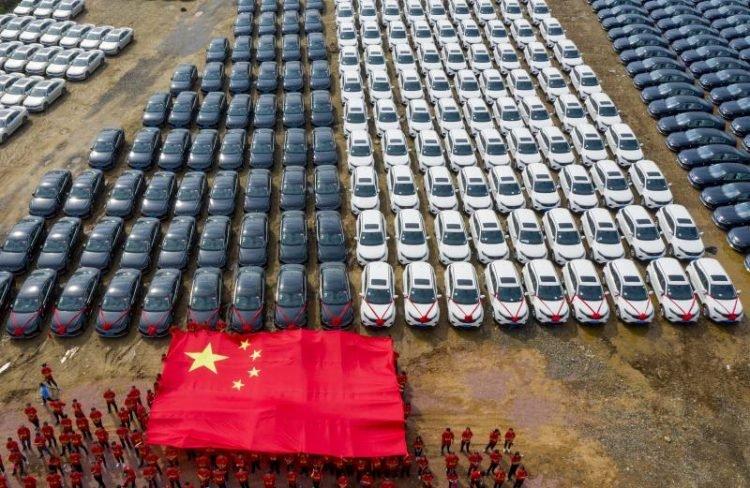 公司霸氣「送員工4000台車」 佛心到連保險都幫忙付!