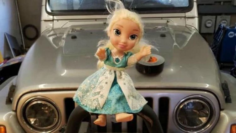 丟掉又自己回家的「艾莎貝爾」 娃娃狂笑30秒讓她嚇瘋