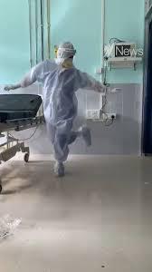 影/醫生在「病患床前」賣力熱舞 網狂讚:光一點就值得佩服!