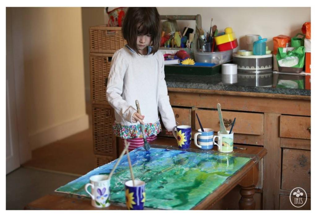 靠貓咪+畫畫戰勝自閉症!11歲天才女童用「最美色彩」表達內心世界