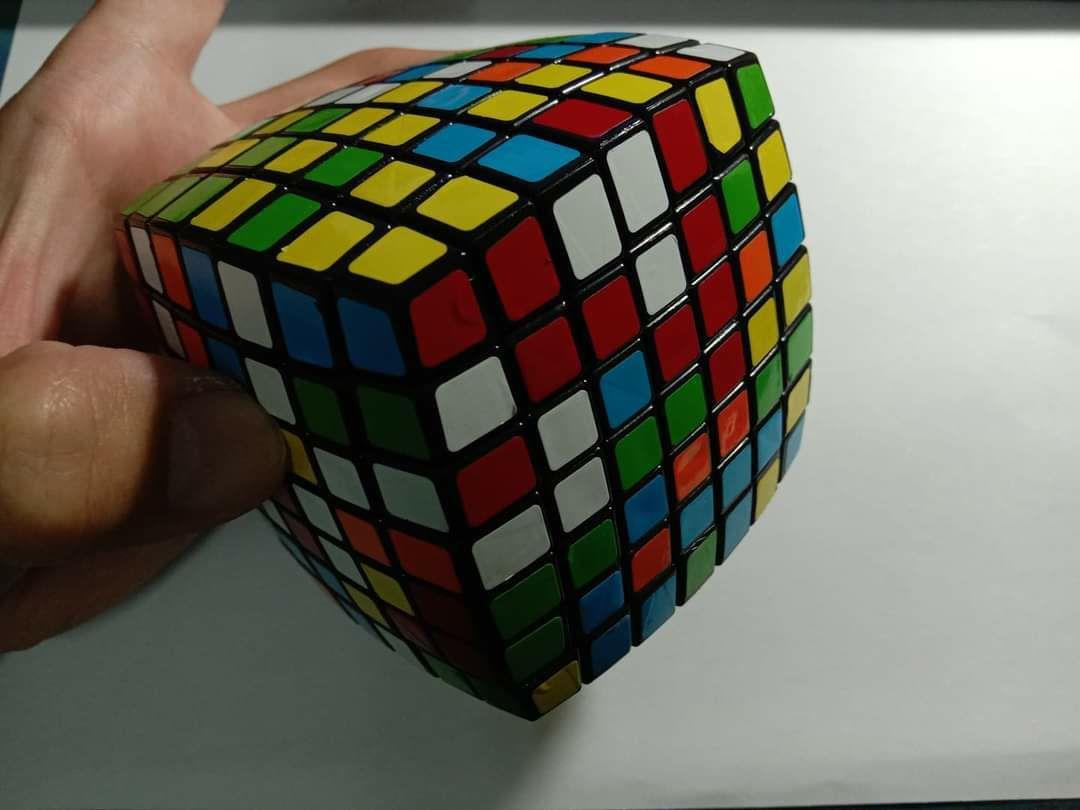 他挑戰「複雜魔術方塊」頭痛求救 網傳授「爆笑捷徑」一秒破解