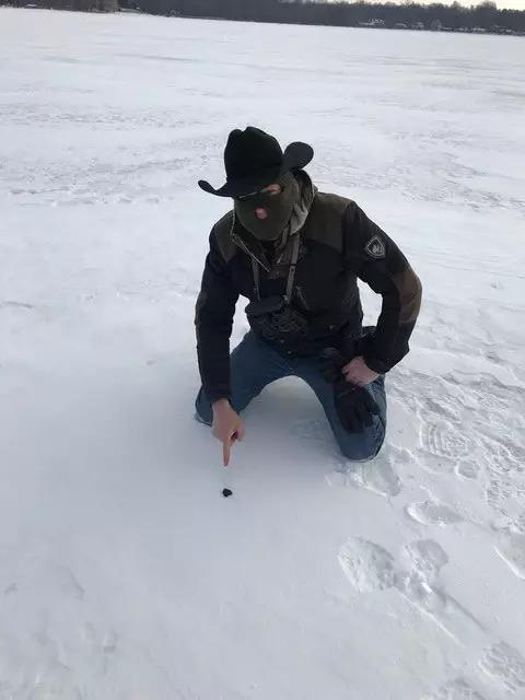 殞石掉入冰凍湖 科學家在「碎石頭」意外發現地球生命起源