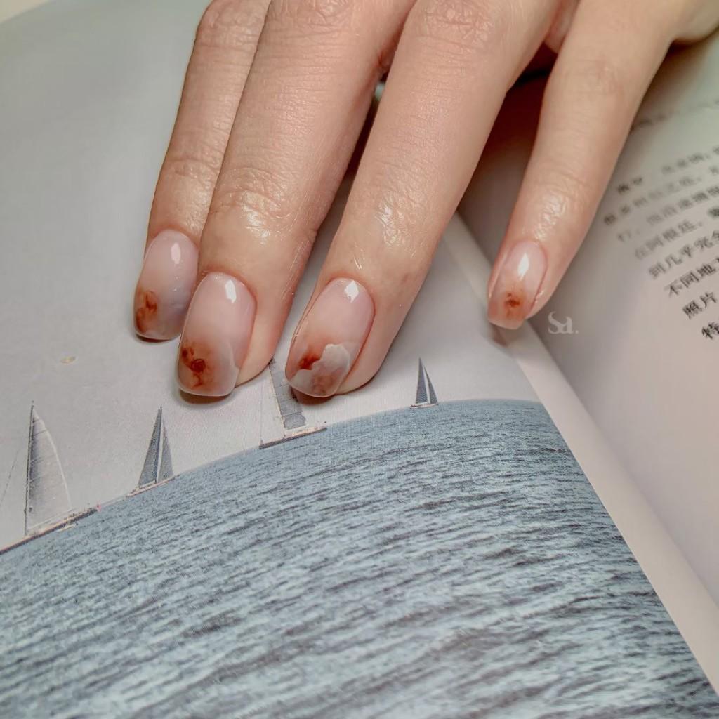 台北最夢幻「暈染不只暈染」美甲師 全手繪送妳「一整座指尖花園」!