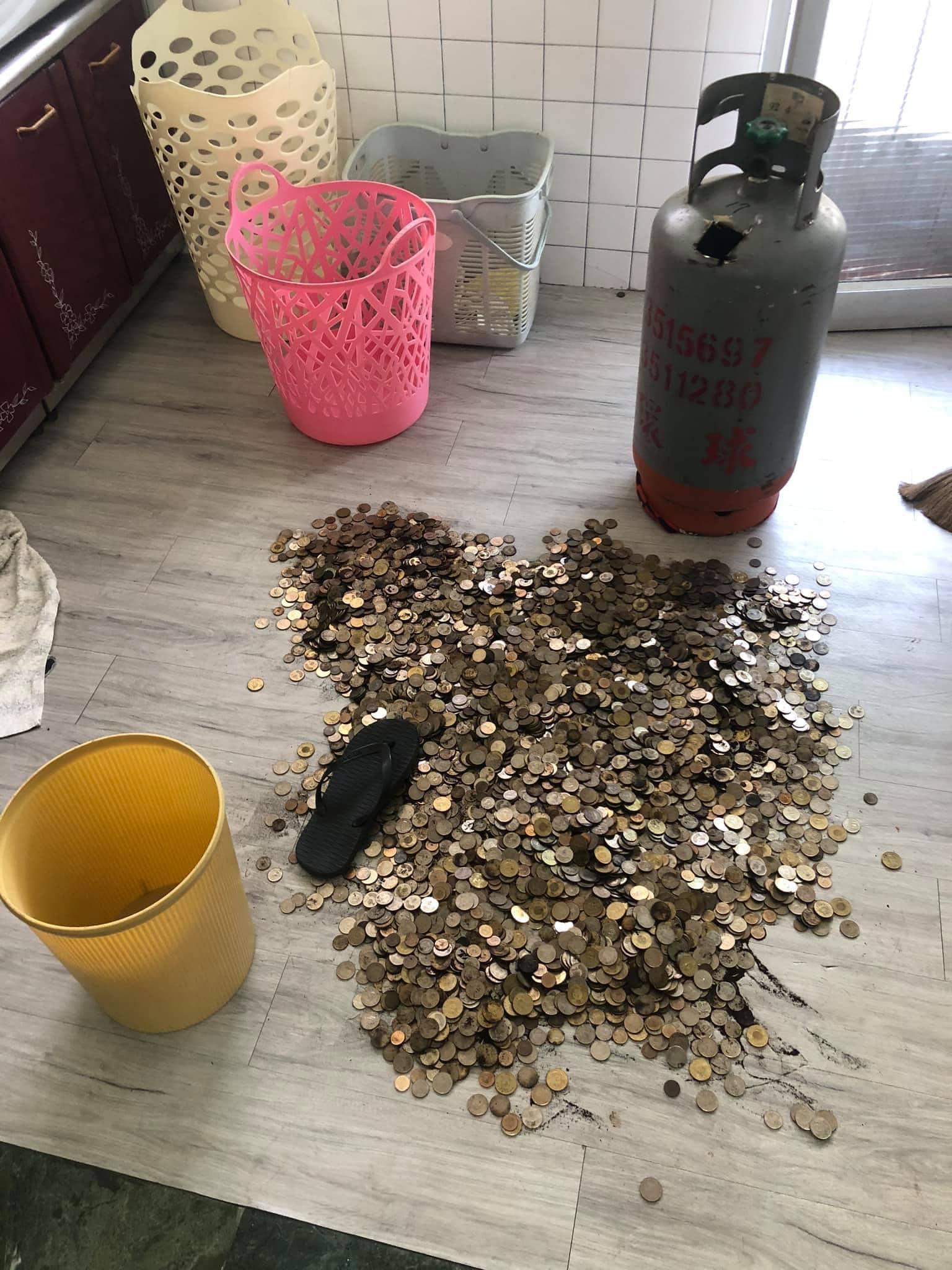 狂男用「瓦斯桶」存硬幣 公開「16公斤戰利品」嚇傻全網