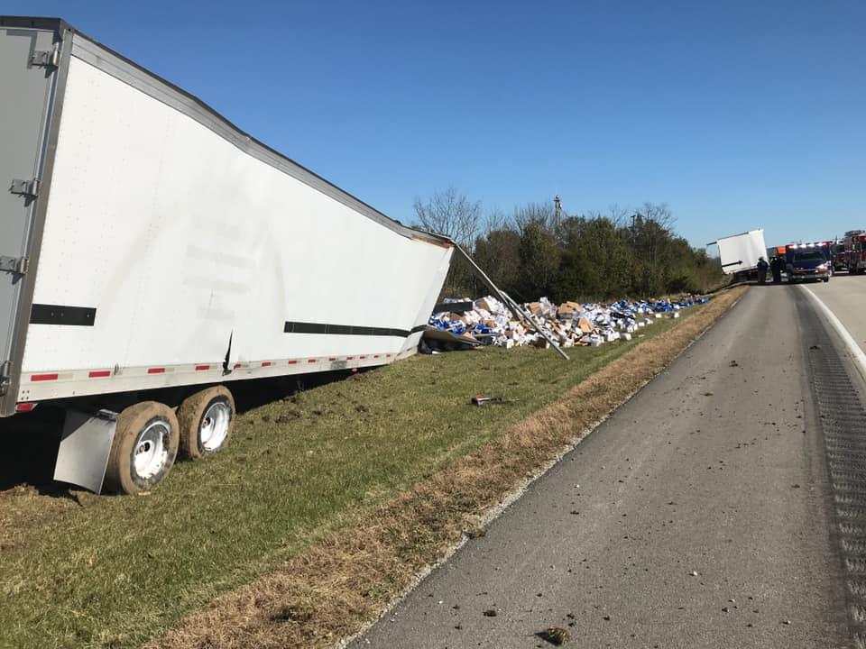 高速公路驚見「酒鬼烏托邦」 卡車翻覆「整車悲劇」灑滿地