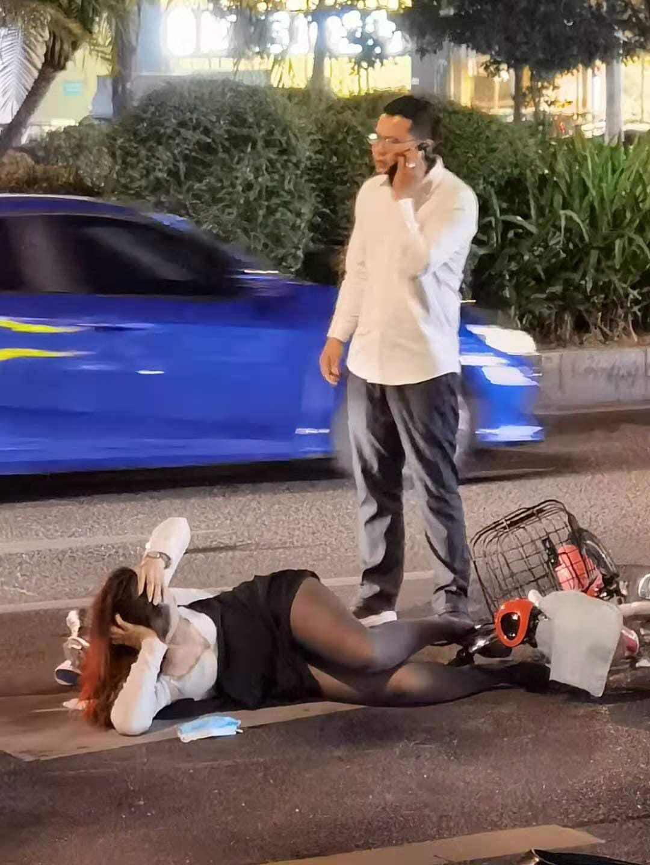 騎車被撞倒!OL擺出「滿分姿勢」等救援:HOLD住全場了