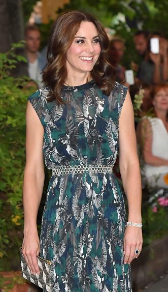 10個「皇室向過去致敬」的特殊意義穿搭 凱特生兩胎「都學黛妃穿」