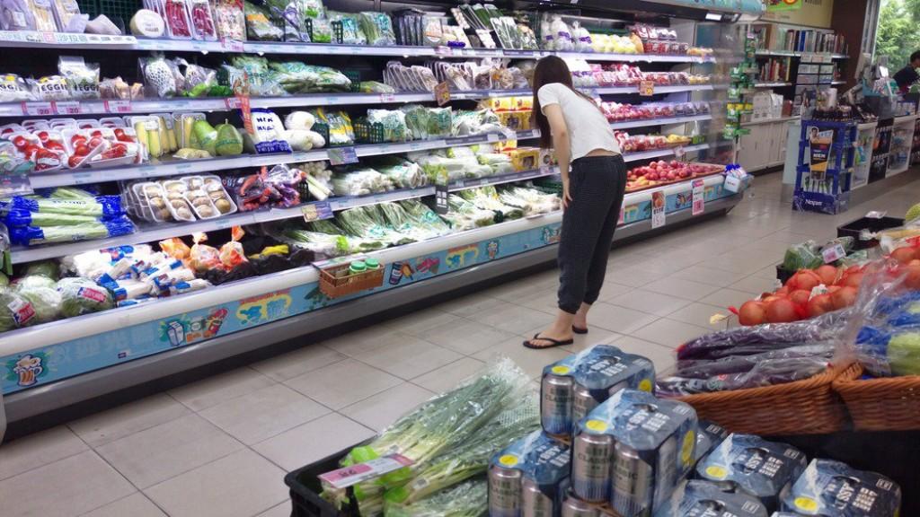 逛超市「先拆來吃再結帳」是否觸法?網爆:國外很正常