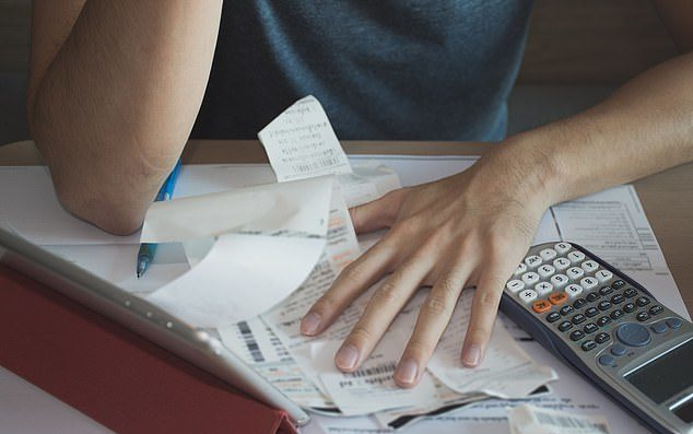 研究發現:情侶常「對財務狀況不誠實」...45%會偷藏錢!
