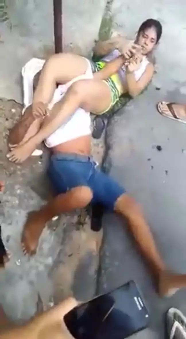壯漢想搶女大生手機 直接被「剪刀腳KO」受困地板等警察