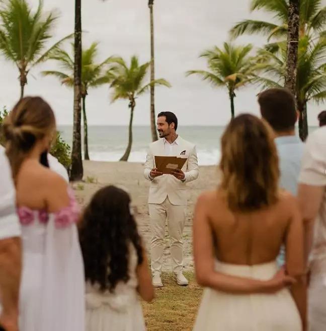 影/被未婚妻拋棄!他照辦婚宴「跟自己結婚」讓人看哭:要幸福