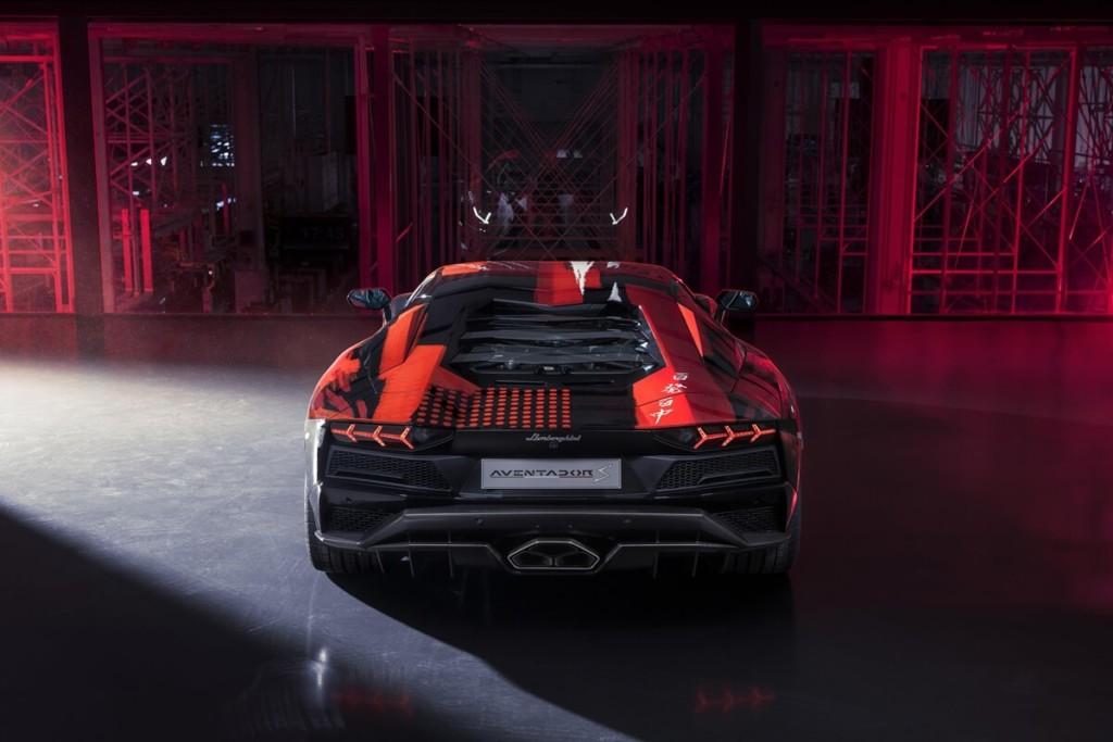 車上就寫「呵呵呵呵」!藍寶堅尼x山本耀司打造「漢字款」Aventador S