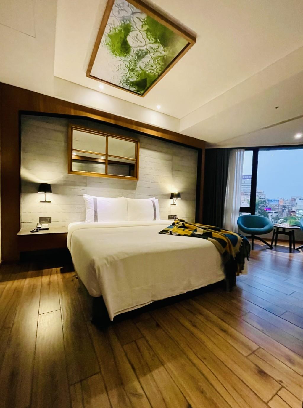 開箱高雄「4星新飯店」 免費「點心+消夜」還有大景蛋型浴缸!
