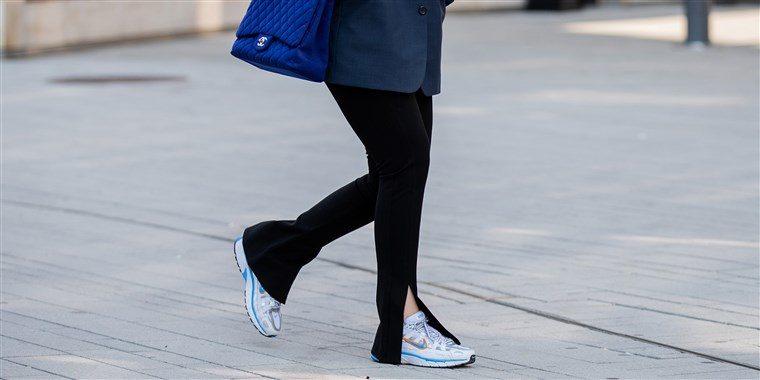 文藝復興?青少年瘋搶復古「瑜珈褲」 黑歷史穿搭又流行!