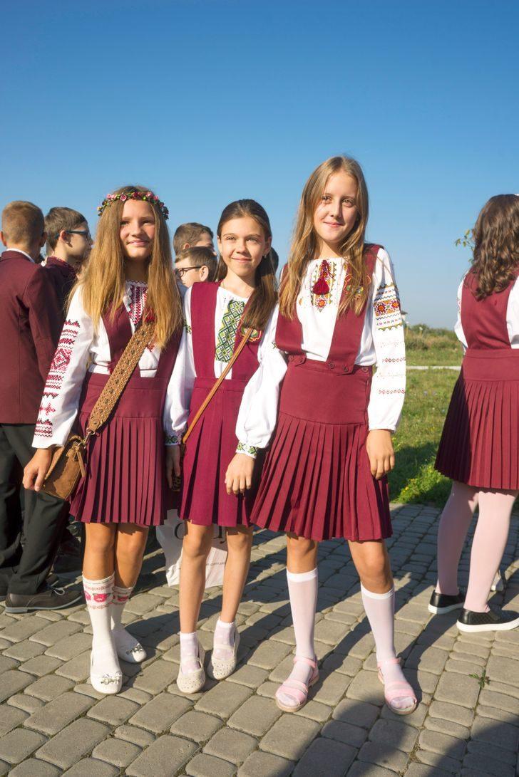 9款「學生制服」大評比 世界最快樂國家穿「長袍馬褂」上學!