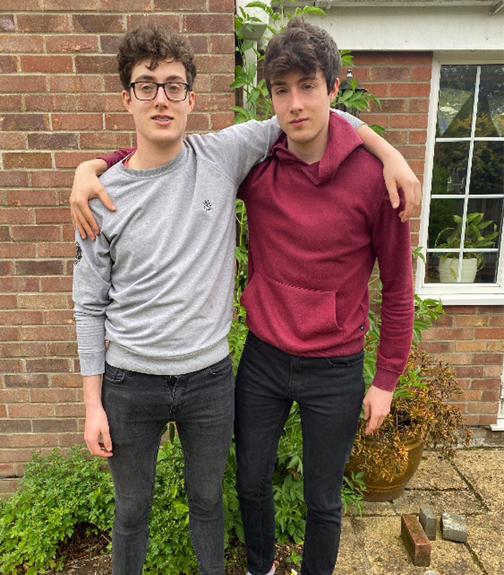 雙胞胎「自學遊戲設計」 每天玩8小時變百萬富翁