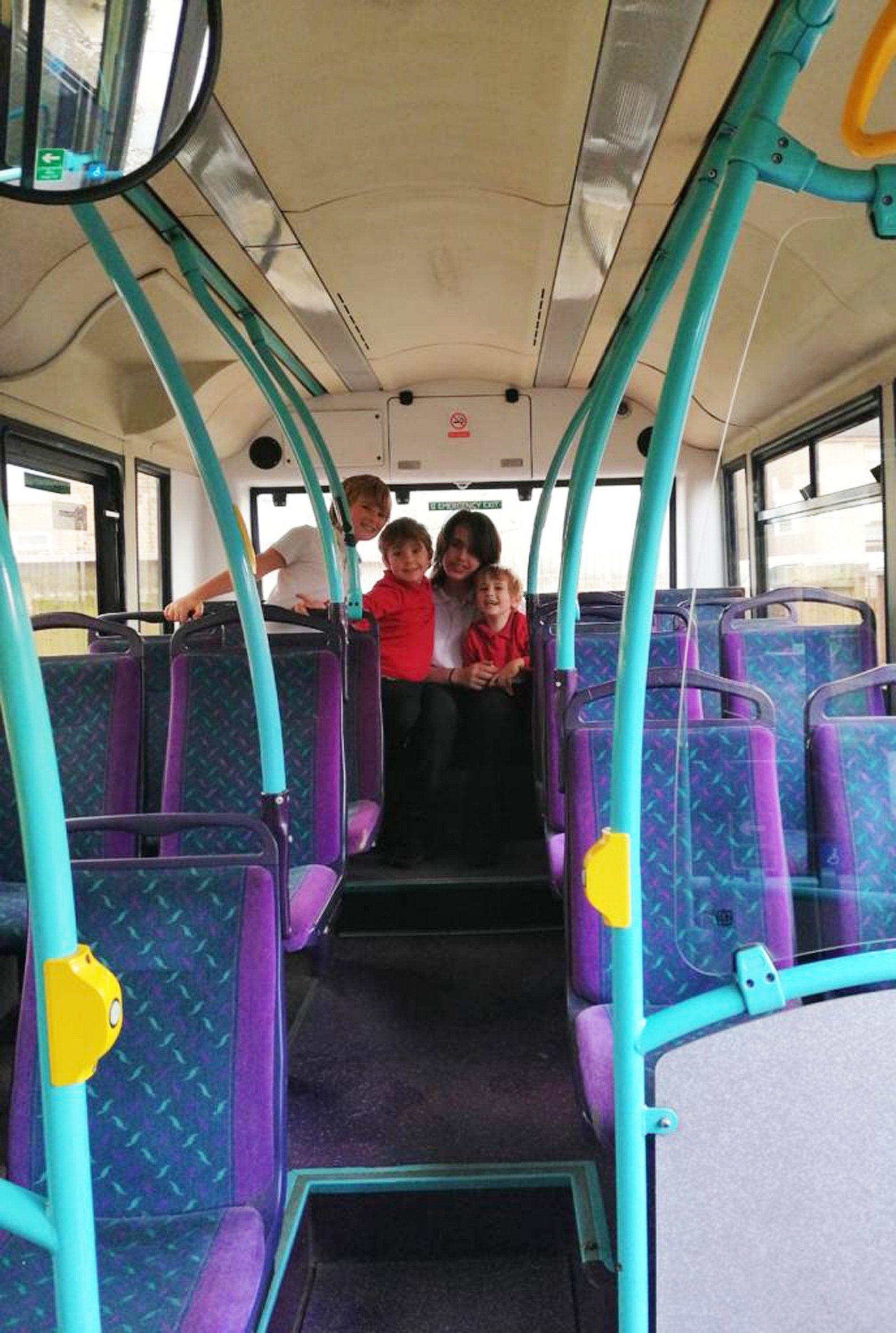 公車變酒吧