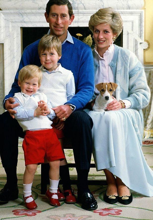 皇室照怪怪的?眼尖粉絲看「黛妃與查爾斯王子合照」  發現同一疑點