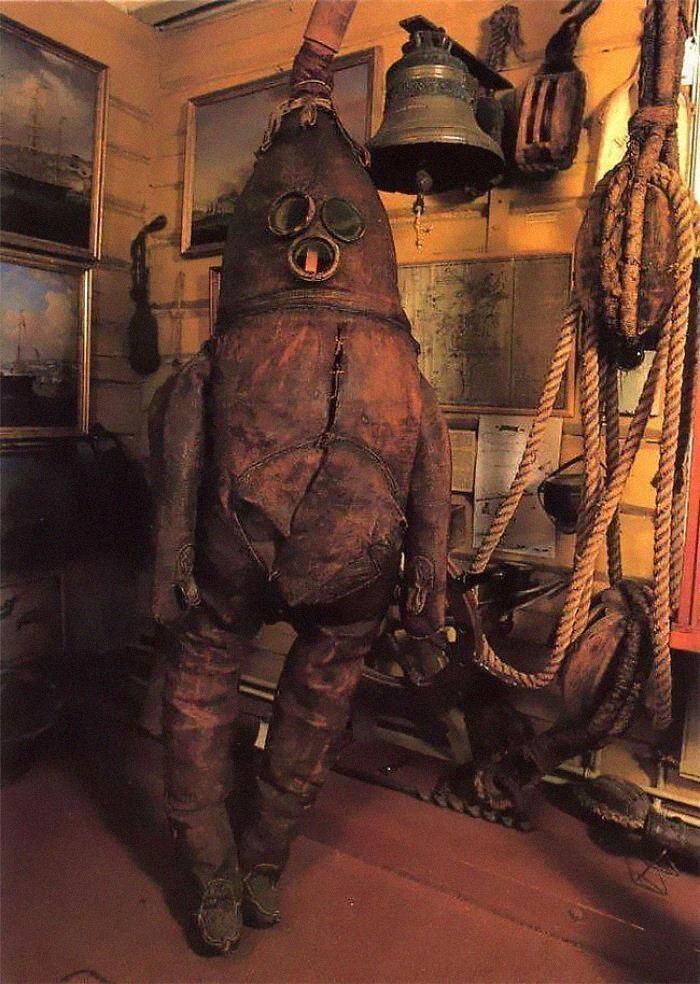 27種「比科幻片還科幻」的上世紀發明 古早潛水服根本鋼鐵人!
