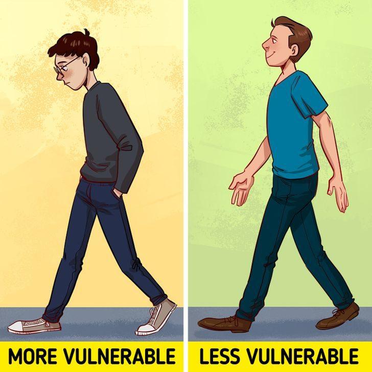 別人一眼就把你看穿!8個「害你被摸透」的肢體語言 背包包方式要注意
