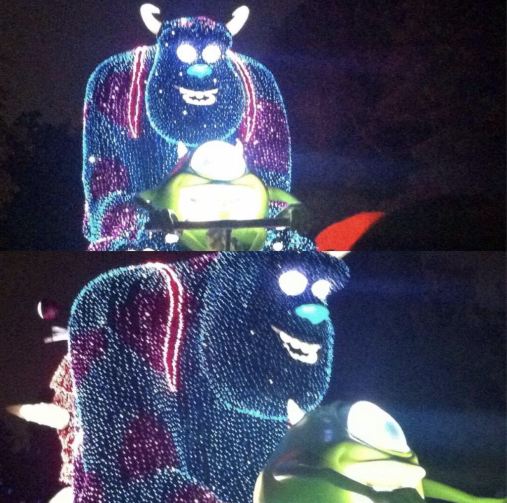網路發起「最失敗寫真」大賽 迪士尼城堡起火、煙火拍成生化病毒