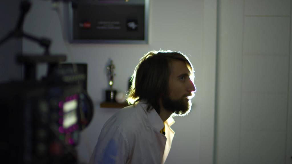 不戴口罩可以嗎?他拍攝「慢動作打噴嚏」 證明口罩真的太重要!