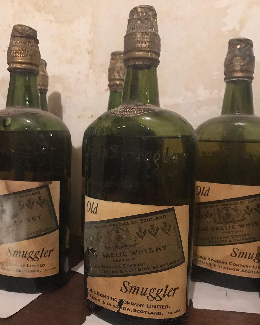 搬老屋驚見奇怪包裹 挖出66瓶「價值百萬」:來自「不准喝酒」時期!