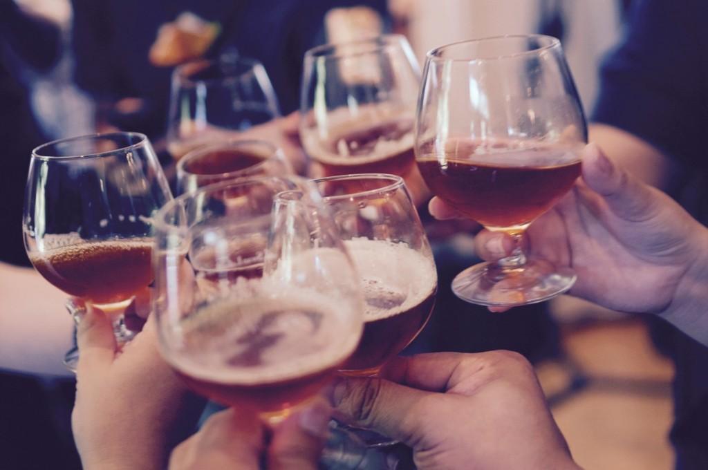 阿聯放寬法律 終於「能買酒」...情侶同居再也不會被關!