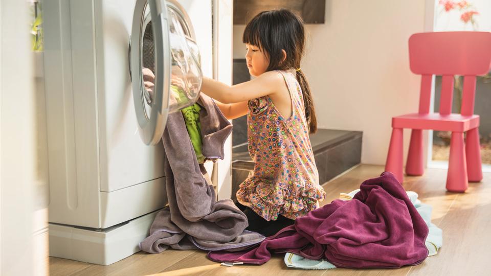 女兒做家事