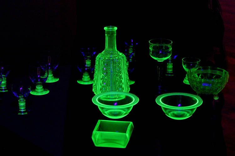 有錢人必備「魔幻螢光綠玻璃」 自帶「危險物質」光靠近就被影響