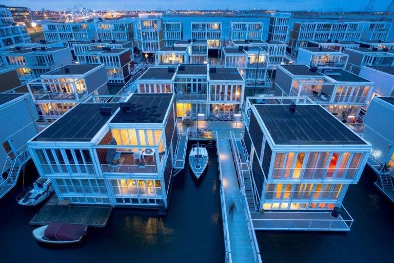 陸地太貴改住「水上漂浮屋」 可「隨意移動」比一般屋子方便多!