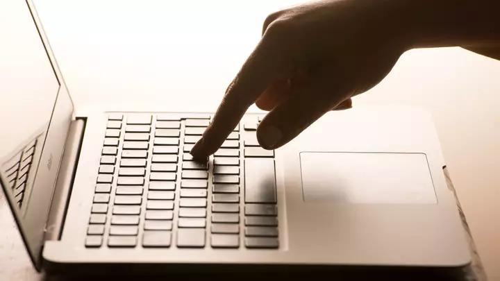 《網路酸民法》要落實了!「亂留言」隨時賠上一輩子
