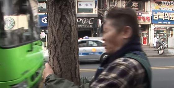 大叔5年來「每天猛撞樹」來養生 驕傲展示額上「勇者之疤」