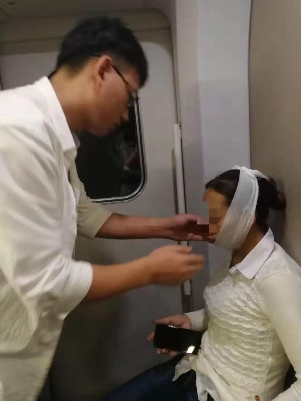 女子火車上開心大笑 笑到一半「嘴巴閉不上」全車廣播求救