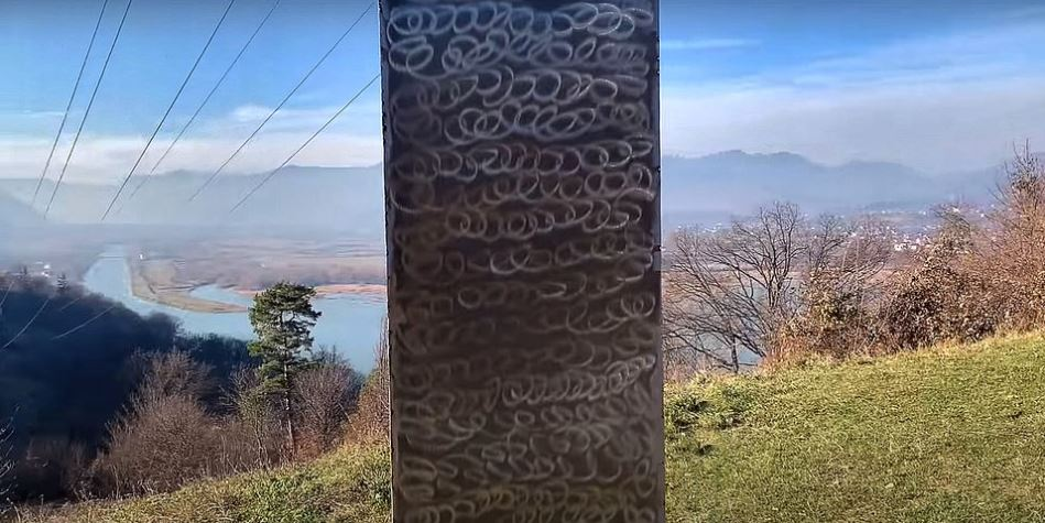 各地狂冒出「神秘金屬柱」又消失...跟「9年前離世」藝術家有關?