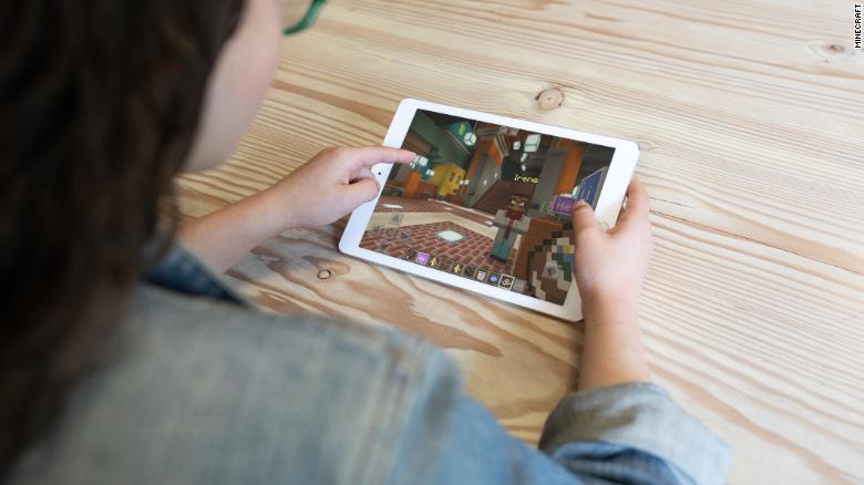 研究發現「愛打遊戲」更健康 老人「進步更快」快教他們打LOL!