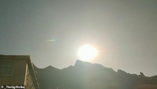 影/天上突出現巨響 驚見「超巨大火球」直線砸向中國