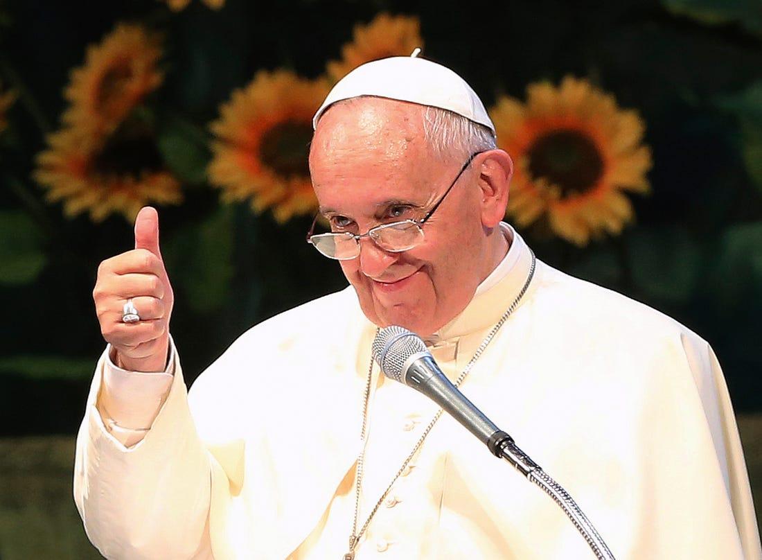 教宗連2次偷按「緊身辣模」讚 羅馬教廷:我們要求IG解釋!