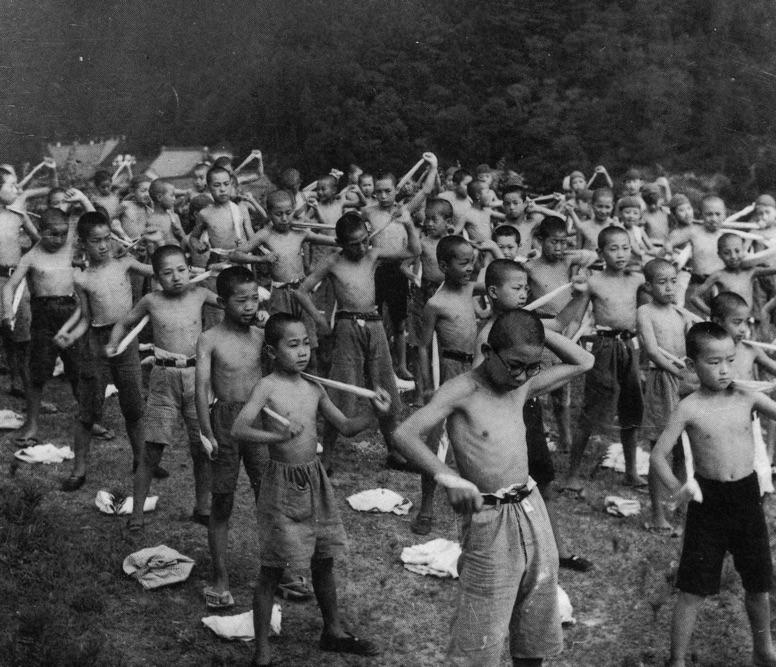 日本學校曾超瘋「乾布摩擦」男女一起 卻因產生「超嚴重問題」全面取消!