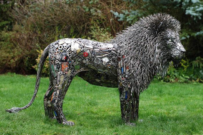 19張用「你不要的垃圾」創作超狂藝術品 一根根螺絲變身「長毛貓貓」