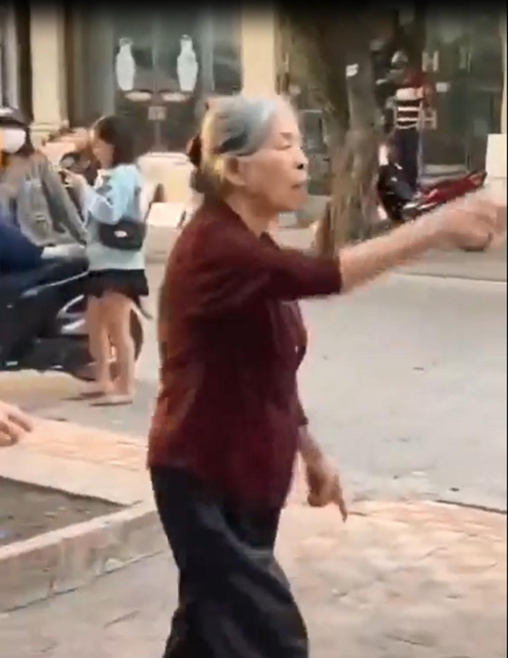 90歲老公密會60歲小三 阿嬤組200歲up姐妹團活逮:吃壯雞劑是怎樣?
