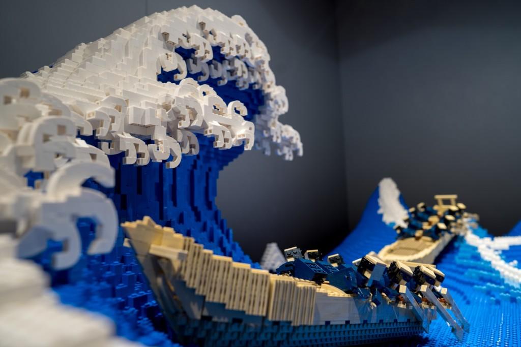 樂高神人「耗400小時」還原名畫 側面看「浪花+人物細節」就像活的!