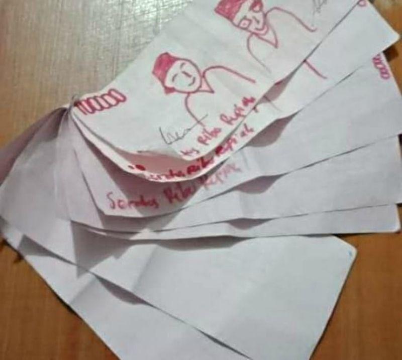 賣手機收「塗鴉風紙鈔」傻眼 對比「正版紙鈔」笑瘋:眼神有像