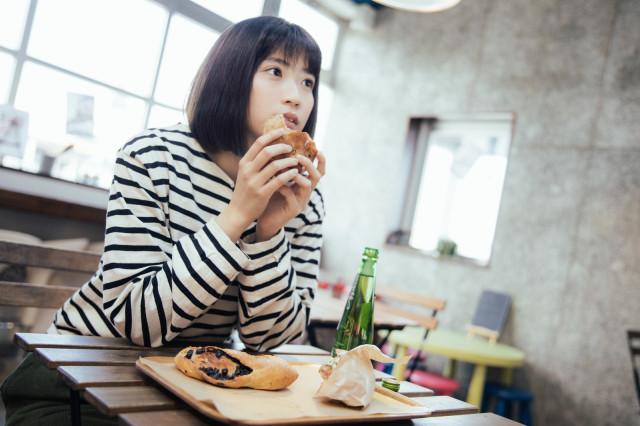 食物先到「該不該等朋友來再一起吃」網吵翻 一半日本人選擇「更尷尬」做法