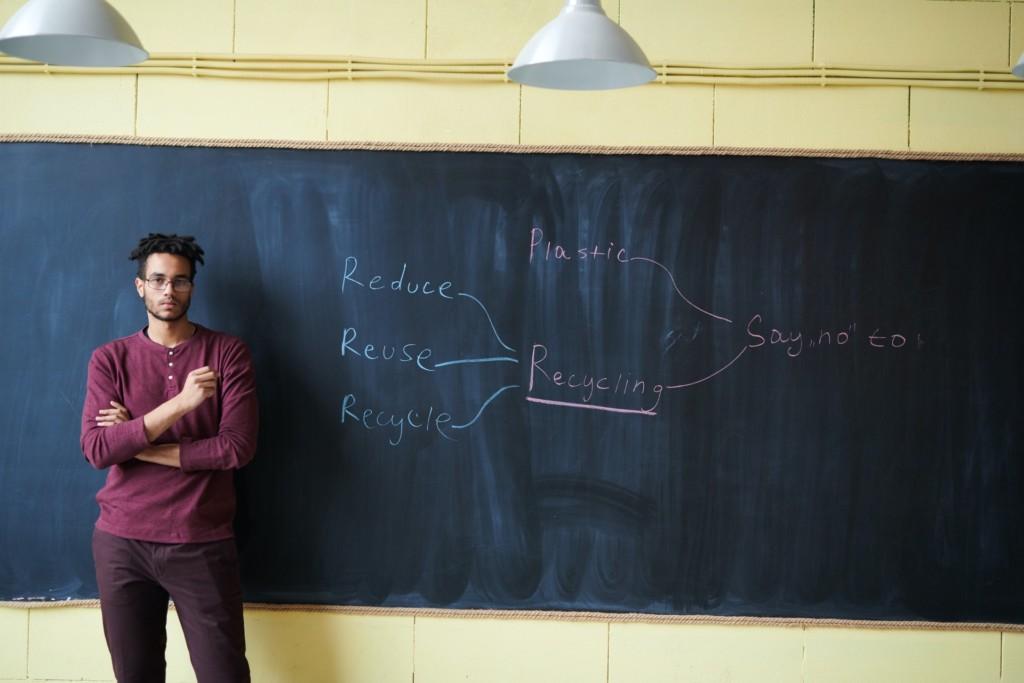 明明叫黑板卻是「綠色」的?名不符實是因為「商人陰謀」