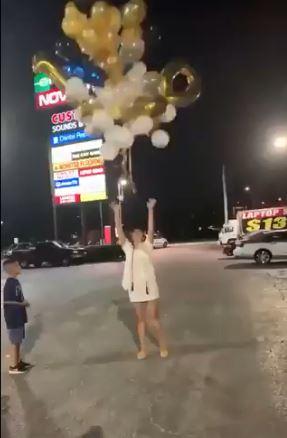 影/預告新一年?她跨年夜「空飄氣球許願」 網看結果:2021慘了